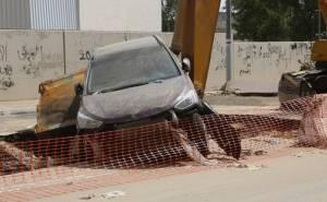 تضرر السيارات والطرق بسبب السيول الجارفة