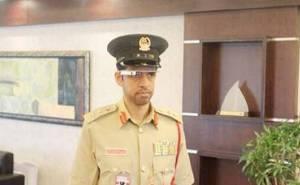 شرطي في دبي يستخدم نظارة جوجل