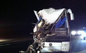 شاحنة تحطم باص في السعودية