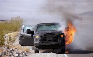 صور حريق سيارة فورد