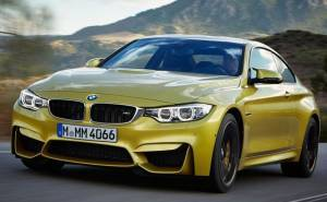BMW M4 من الأمام