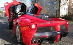 لافيراري معروضة في سوق السيارات المستعملة