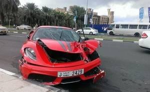 فيراري محطمة في الامارات