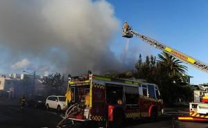 مطافئ حريق سيارة بنتلي
