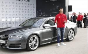 كريستيانو رونالدو وسيارته الجديدة من اودي