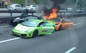 النيران تلتهم السيارات الفائقة