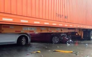 سيارات تحت مقطورة شاحنة