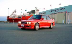 بي ام دبليو M3 1986 حمراء اللون