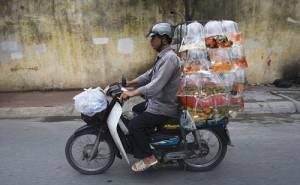 دراجة تحمل عبوات