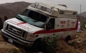 سيارة اسعاف سعودية تتعرض لحادث انقاذ