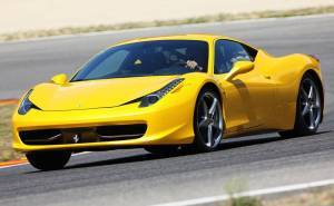 فيراري 458 ايطاليا 2014 صفراء اللون