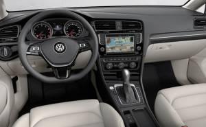 فولكس واغن غولف 2013 المقصورة الداخلية-عجلة القيادة-شاشة-جير