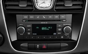 النظام الصوتي في كرايسلر 200 المكشوفة 2012