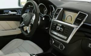مرسيدس بنز ML63 AMG 2012 الطبلون-الدركسيون-عجلة القيادة-الشاشة