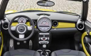 ميني كوبر S كابريو 2012 المقصورة الداخلية والطبلون والدركسيون او المقود والعدادات والجير
