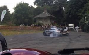 أسرع سيارة في العالم تصنع حلقات الدريفت الساخنة