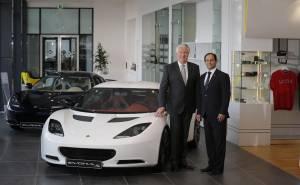 اطلاق سيارات لوتس الجديدة اثناء افتتاح صالة عرضها في الامارات الرابعة