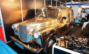 تاكسي لندن يطلى بالذهب ويعرض في دبي
