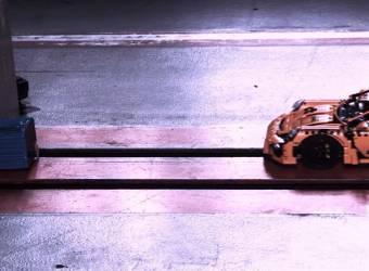 العاب سيارات تجري اختبار تصادم مثل السيارات الحقيقية