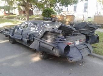 تويوتا كامري تتحول إلى سيارة باتمان عجيبة تتجول على الطرق