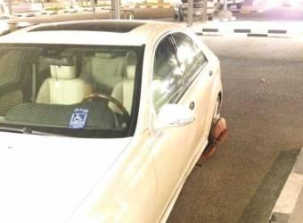 حجز سيارة احد ذوي الاحتياجات الخاصة بعد ركنها في موقف مدير