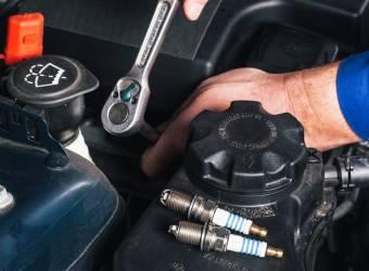 متى يجب عليك صيانة بواجي سيارتك وما الفائدة من تغييرها؟