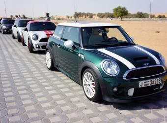 نادي سيارات ميني في دبي يوقف نشاطاته لعدم حصوله على رخصة