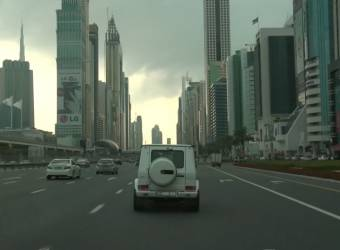 محمد بن راشد ال مكتوم يصطحب BBC في جولة على متن سيارته