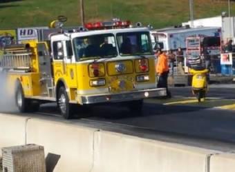 سيارة اطفاء تقوم باستعراض بيرن اوت