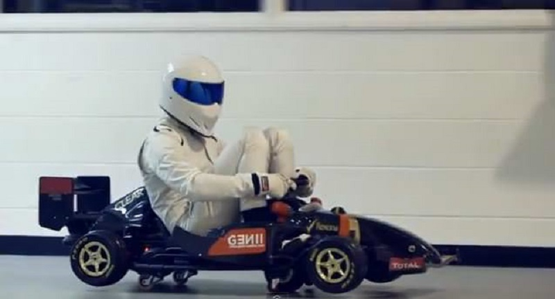 The Stig يتحول الى لص ويقدم هذا الفيديو الجنوني