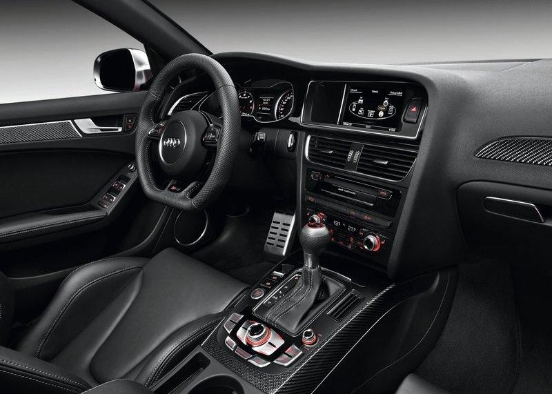 اودي RS4 افانت 2013 من الداخل