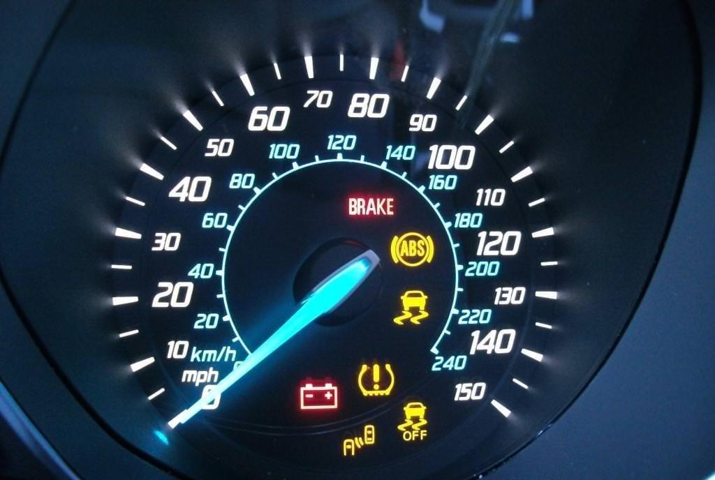 4 علامات تحذيرية يجب عدم تجاهلها عندما تقود سيارتك Arabgt