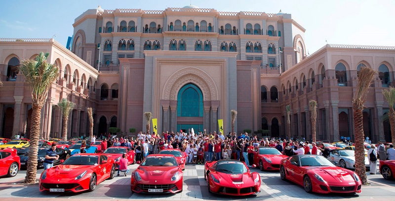 سيارات فيراري عربية تقيم موكباً على هامش فعاليات فينالي مونديالي