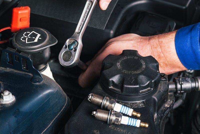 صيانة وتغيير بواجي السيارة