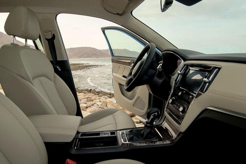 داخلية سيارة MG RX5