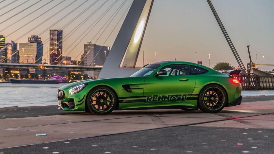 سيارة مرسيدس AMG GT R