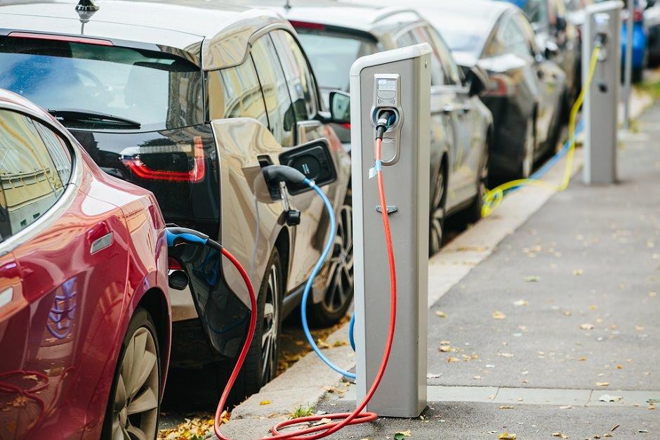 سيارات تعمل على الكهرباء