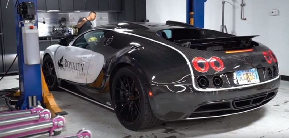 ورشة صيانة سيارة بوغاتي فيرون