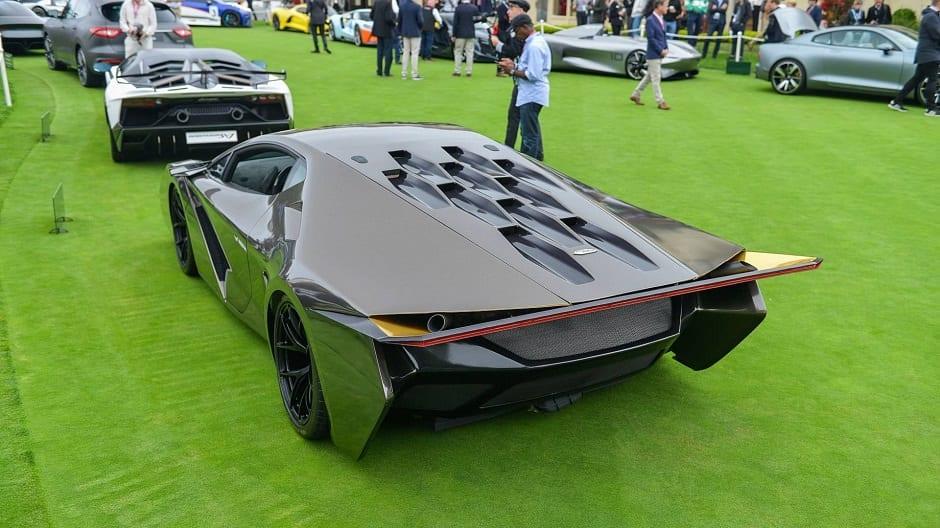 سيارة رياضية خارقة