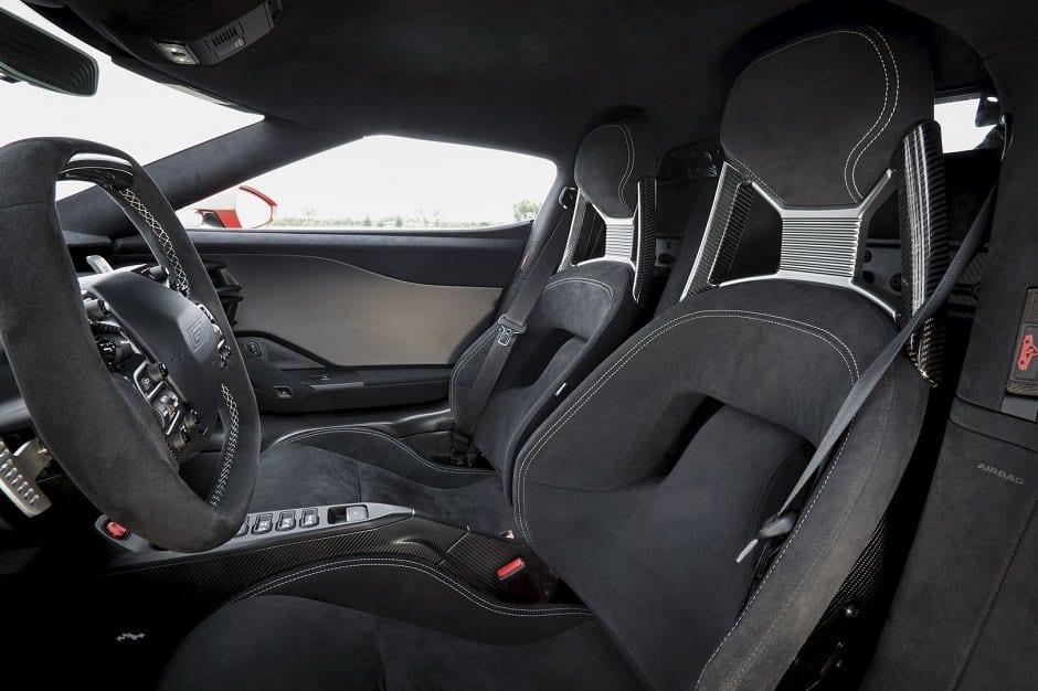 مقاعد سيارة رياضية