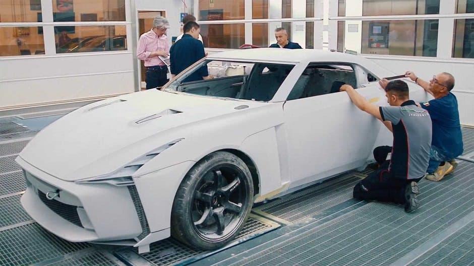 صنع سيارة نيسان جي تي ار