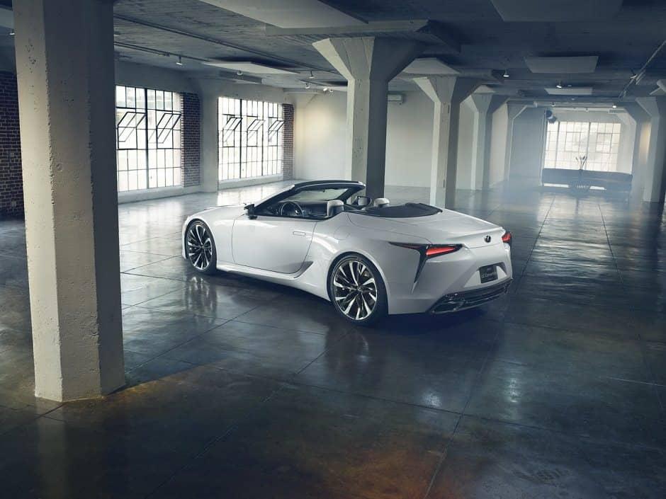 سيارة لكزس LC 2020