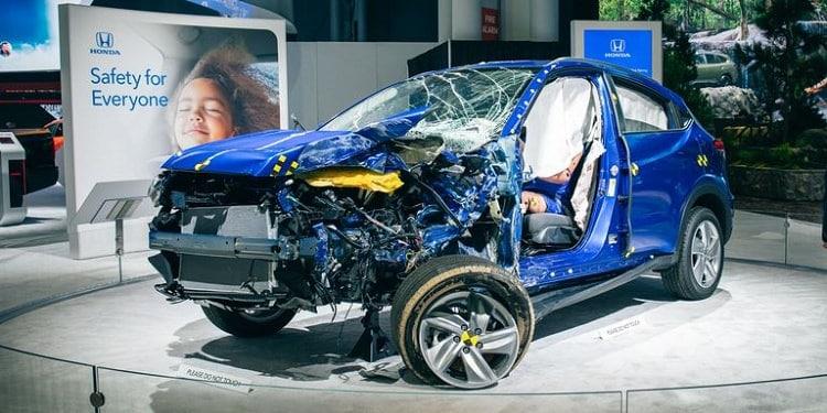 سيارة هوندا محطمة
