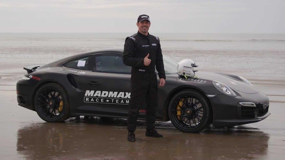 اسرع سيارة على الرمل