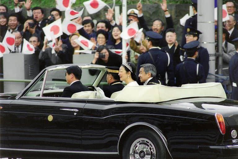 تتويج امبراطور اليابان سيارة رولز رويس 1990