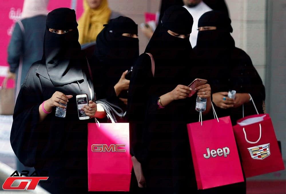 المرأة هي السبب في ارتفاع مبيعات السيارات SUV
