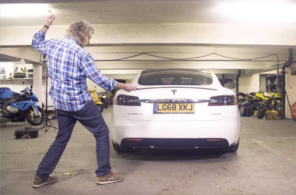 تجربة سيارة تيسلا موديل اس يقدمها مذيع توب قير السابق جيمس ماي