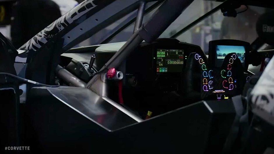 داخلية سيارة سباق 2020