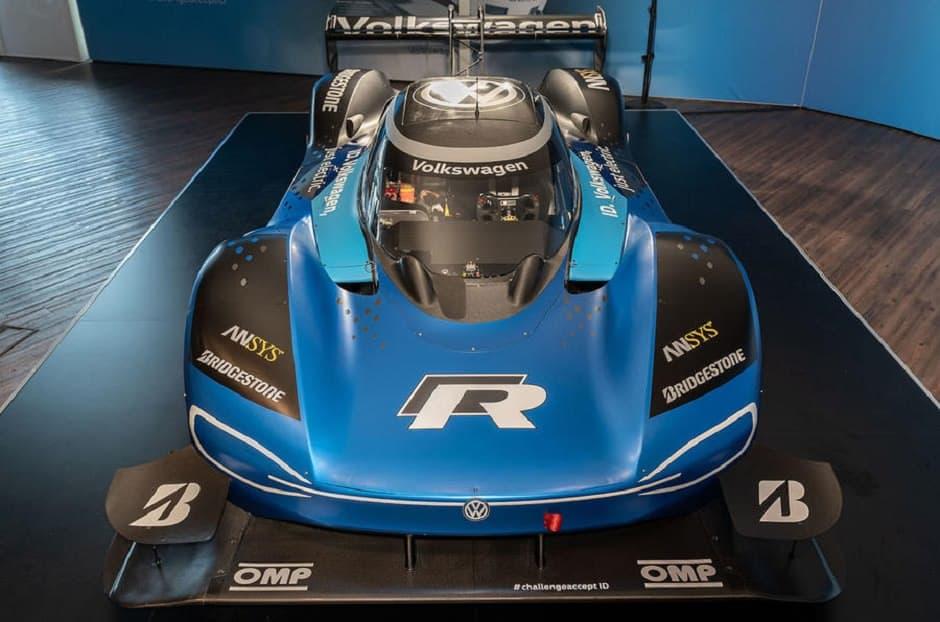 سيارة كهربائية سريعة