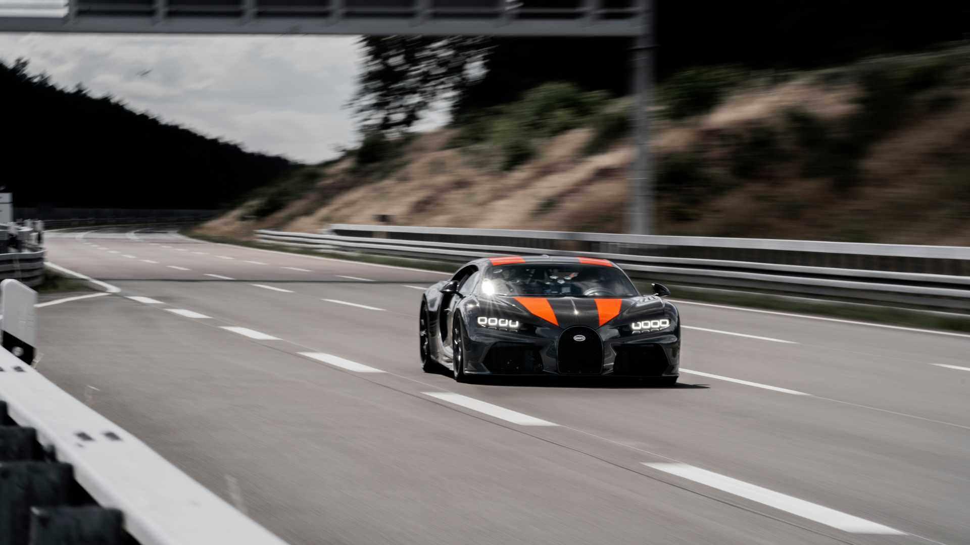 اسرع-سيارة-في-العالم-بوقاتي-شيرون-سبورت